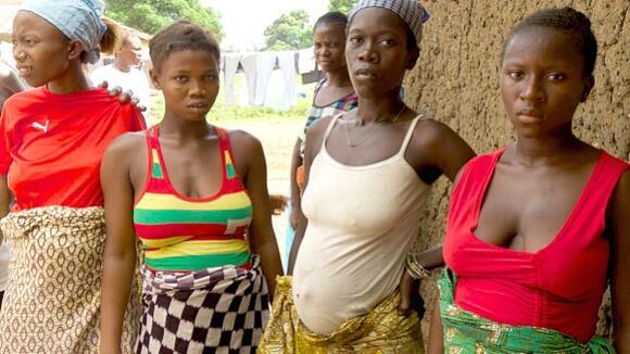 © WHO Women waiting for pregnancy check-ups in Kamosondo, Port Loko district of Sierra Leone